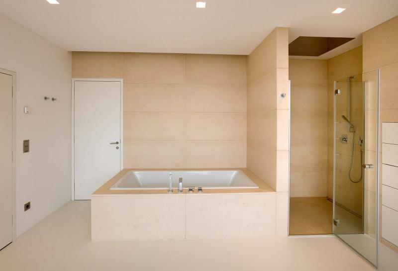 Дизайн ванной комнаты: ТОП-100 фото ...: designmyhome.ru/dizayn-vannoy-komnaty