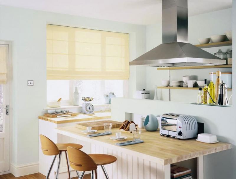 Римская штора в интерьере кухни 2