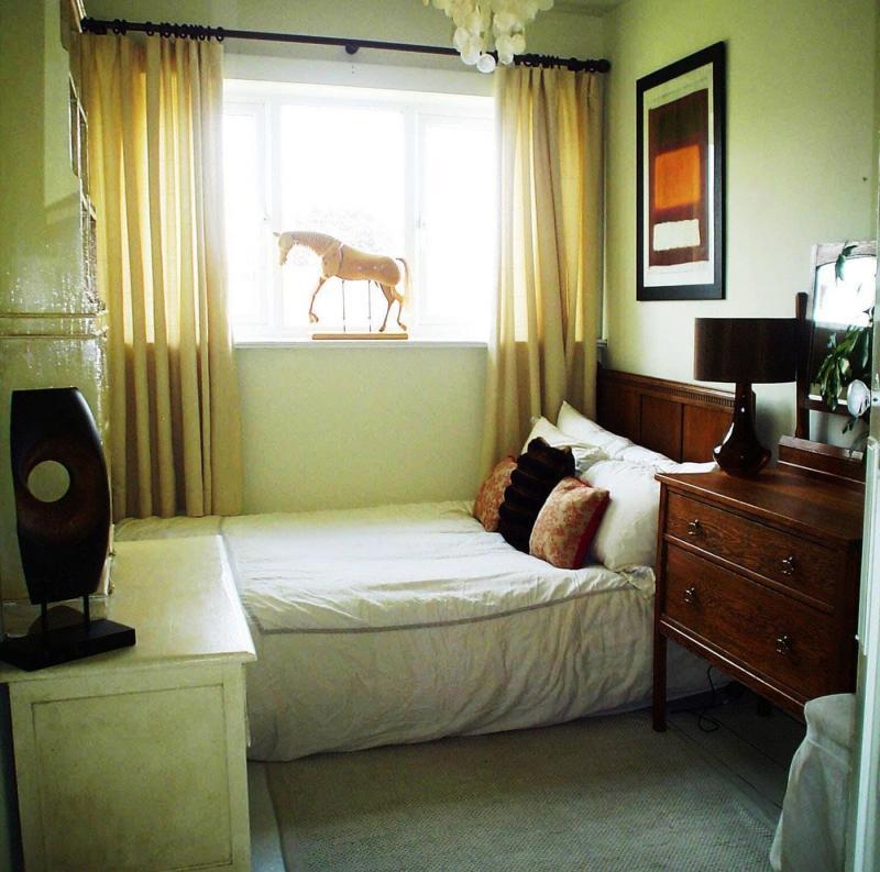 Интерьер маленькой спальни - фото 3