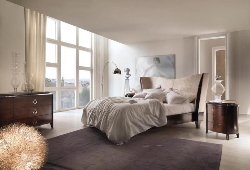 Интерьер просторной спальни 2