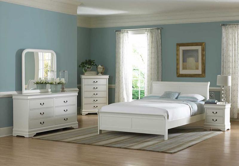 Спальня в холодных пастельных тонах