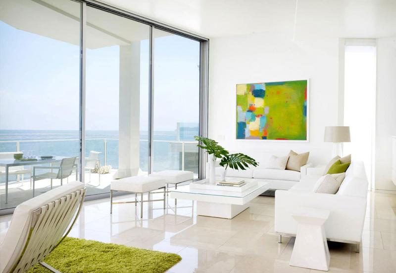 Белый цвет в дизайне гостиной - фото 2