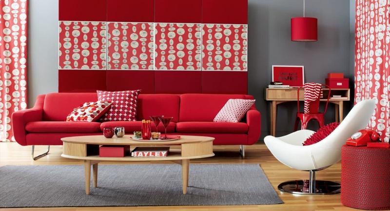 Оттенок Aurora Red в интерьере гостиной 3