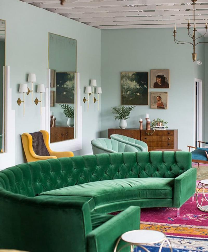 Оттенок Lush Meadow в интерьере гостиной 6