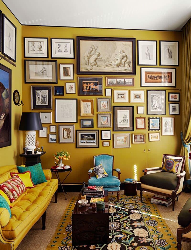 Оттенок Spicy Mustard в интерьере гостиной 4