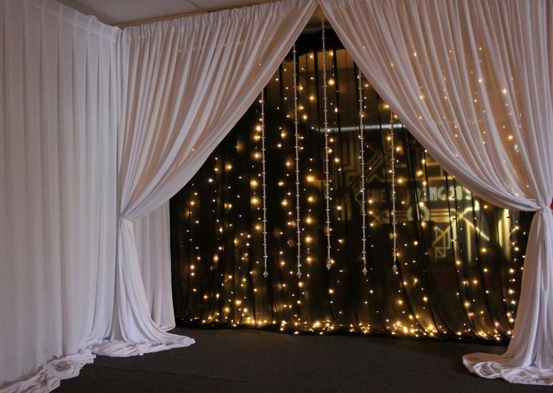 Светящиеся шторы в интерьере 4