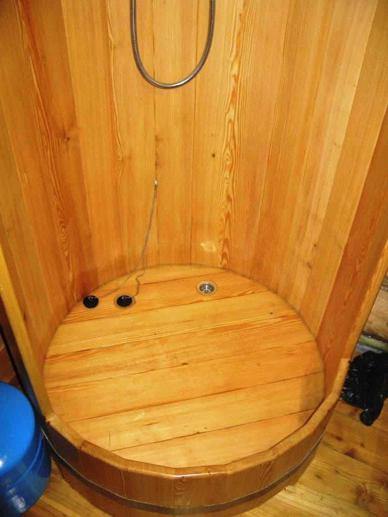Душевая кабинка из эко-материалов 3