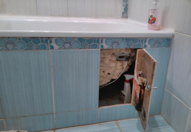 Как задуть монтажной пеной стальную ванную 2