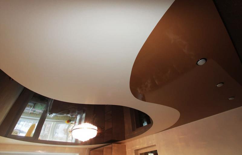 Натяжные потолки в гостиной 3