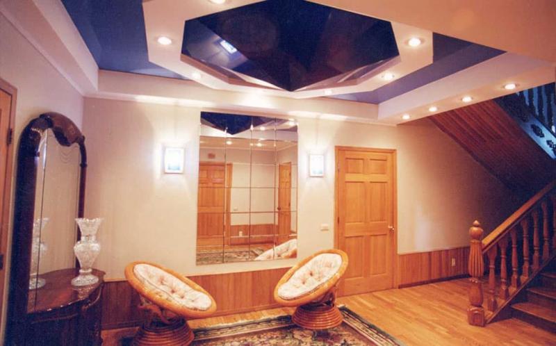 Натяжные потолки в гостиной 4
