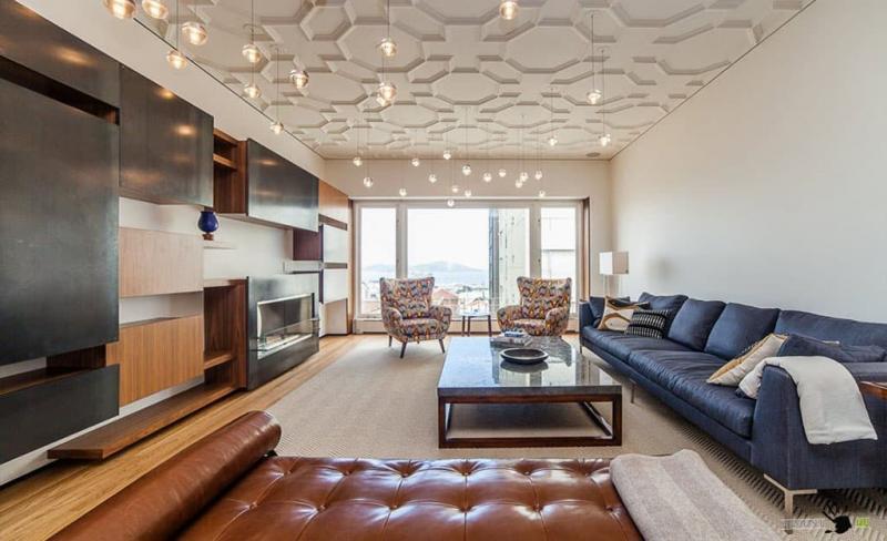 Потолок с декоративными панелями 1