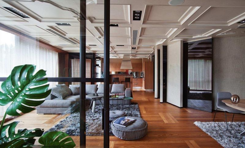 Потолок с декоративными панелями 2