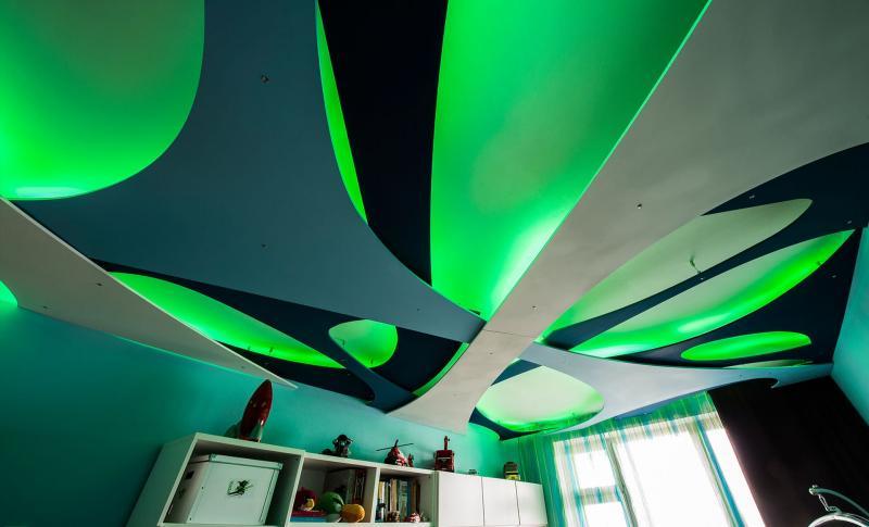 Потолок с декоративными панелями 4