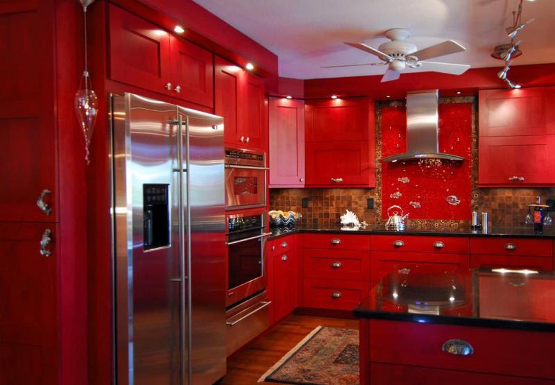 Кухня в красном цвете 2