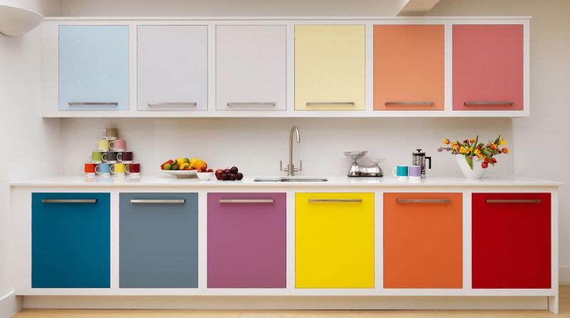 Сочетание разных цветов в кухне