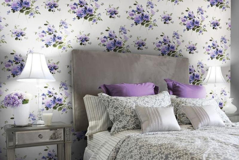 Крупный рисунок обоев в интерьере спальни 5