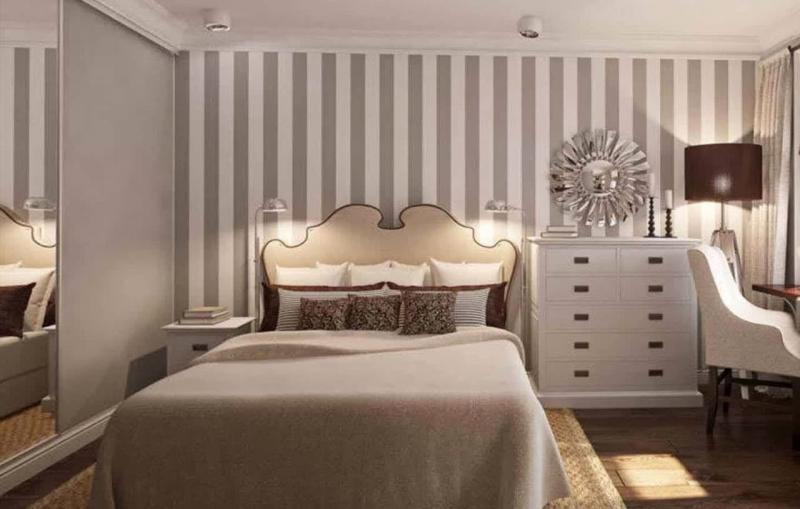 Полосатые обои в интерьере спальни 1