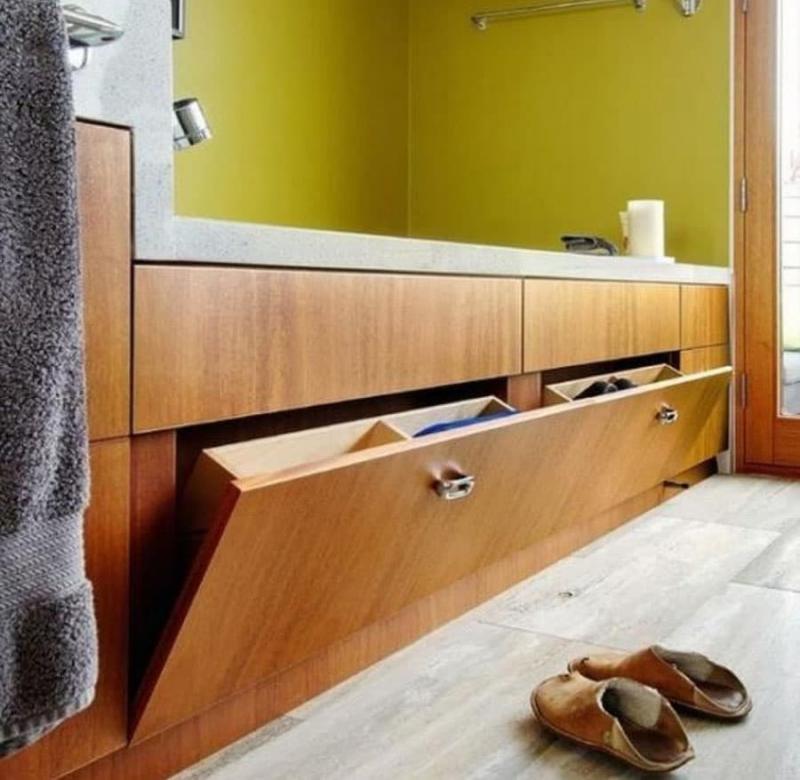 Откидной ящик в интерьере ванной 2