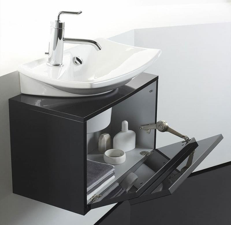 Откидной ящик в интерьере ванной 3
