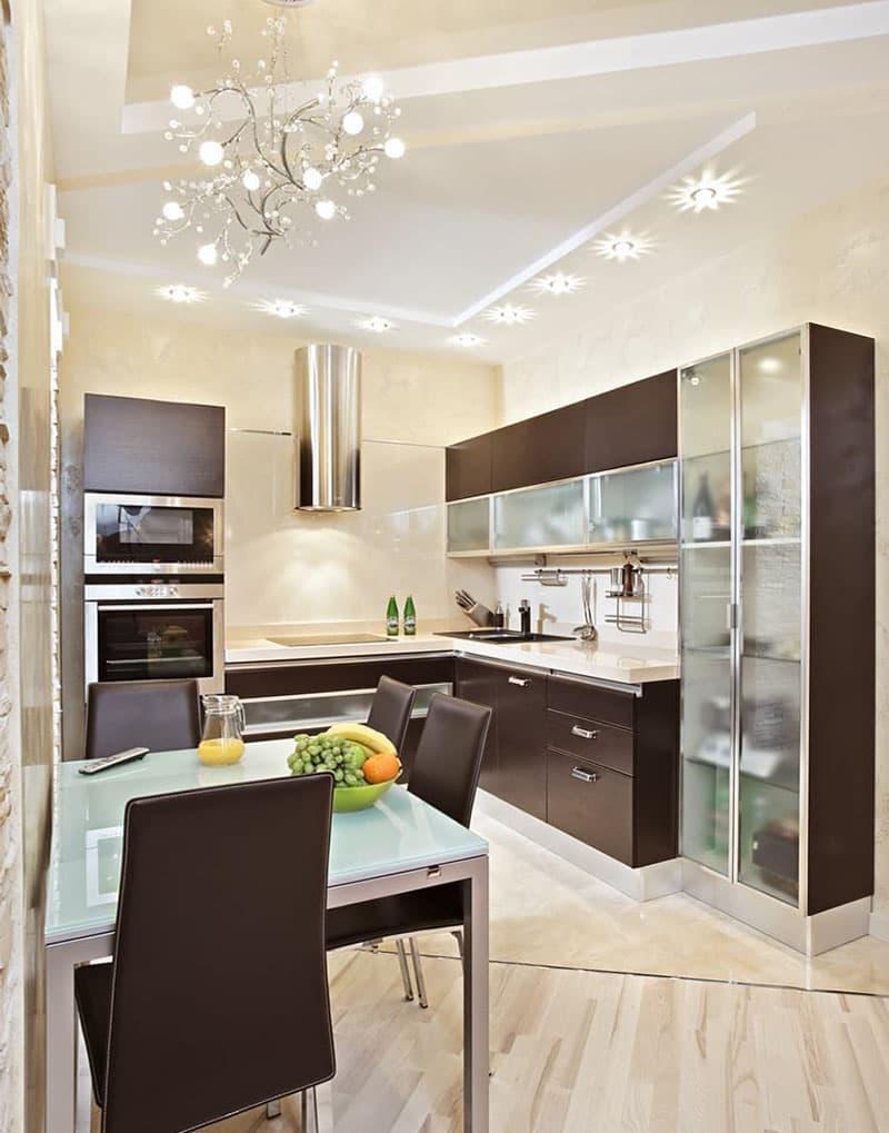 Дизайн потолка в интерьер маленькой кухни 3