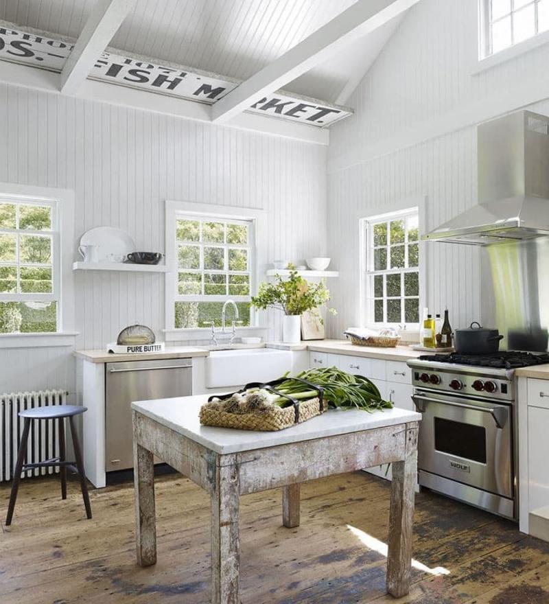 Дизайн потолка в интерьер маленькой кухни 4