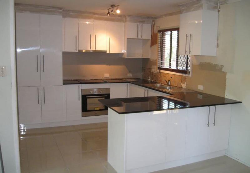 Кухонный стол для маленькой кухни 3