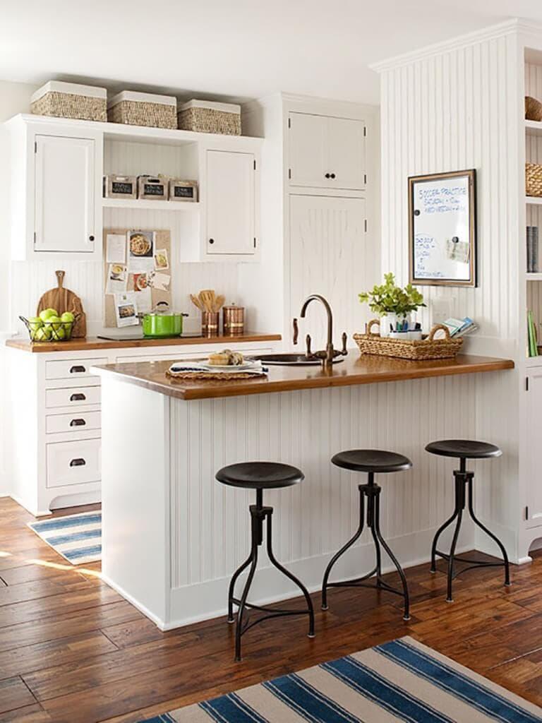 Маленькая кухня в частном доме 1