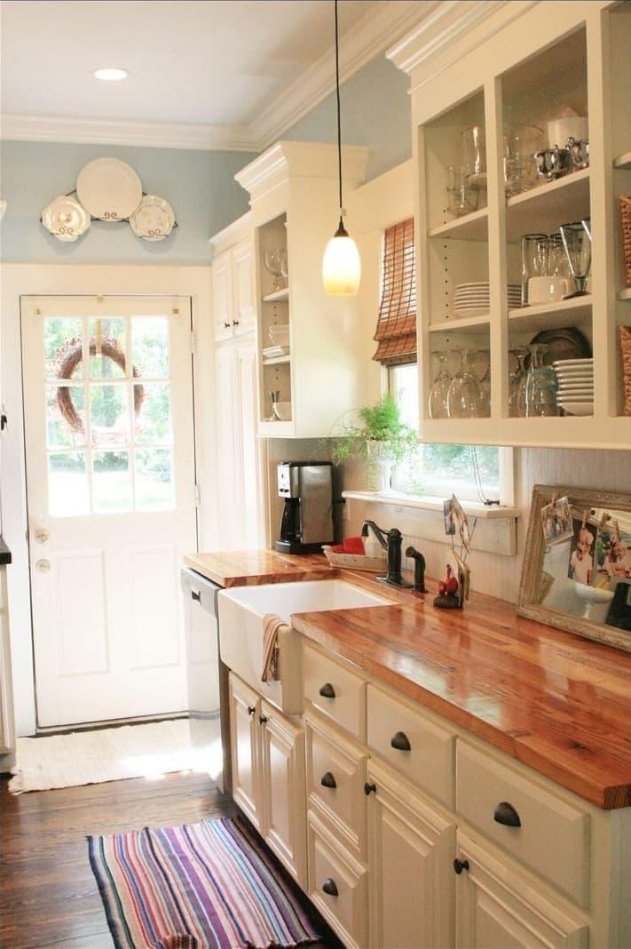 Маленькая кухня в частном доме 2