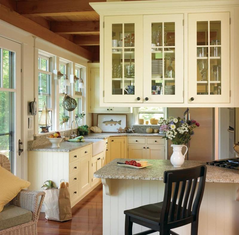 Маленькая кухня в частном доме 5