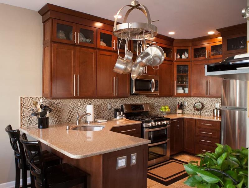 Маленькая кухня в классическом стиле 2
