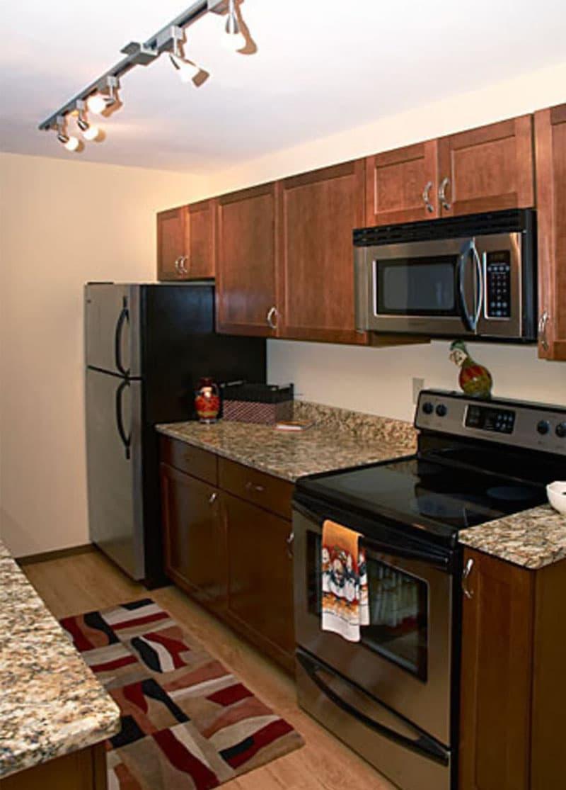 Маленькая кухня в классическом стиле 3