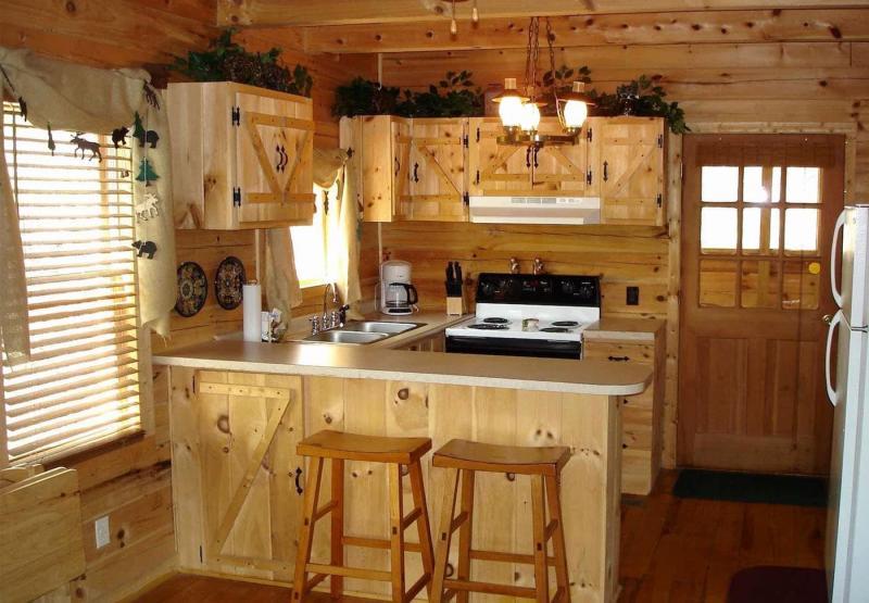 Маленькая кухня в стиле кантри 2