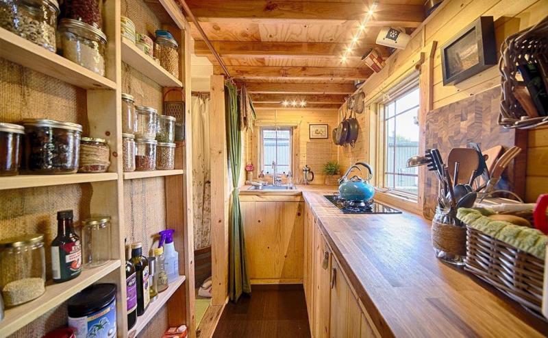 Маленькая кухня в стиле кантри 3