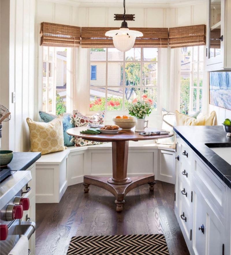 Шторы в интерьер маленькой кухни 3