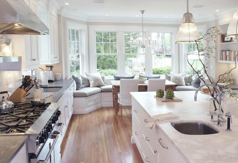 Диван в интерьере кухни 1
