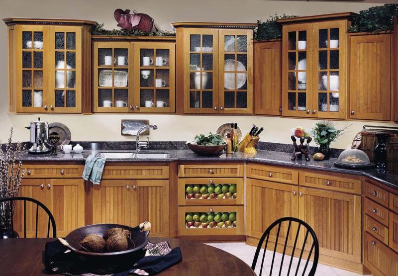 Фасады для кухни из дерева и стекла