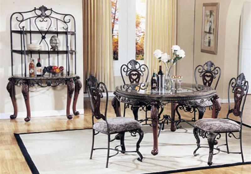 Обеденный стол из камня и металла