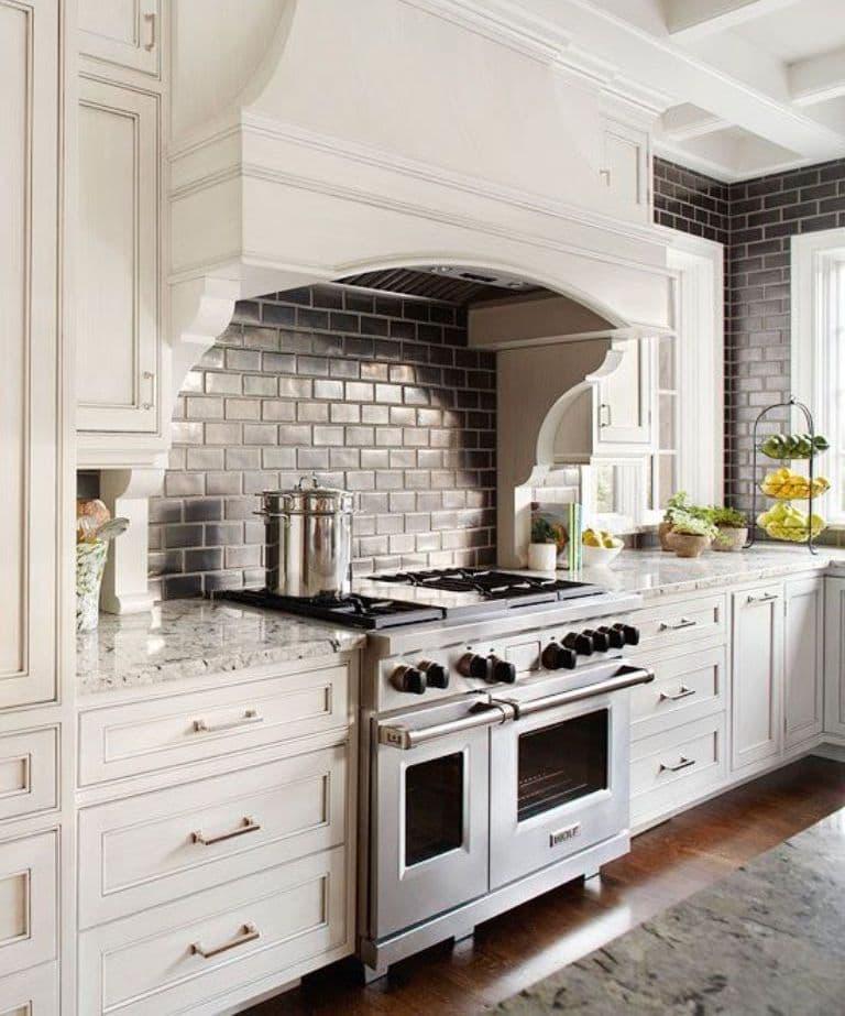 Плита в интерьере кухни 1