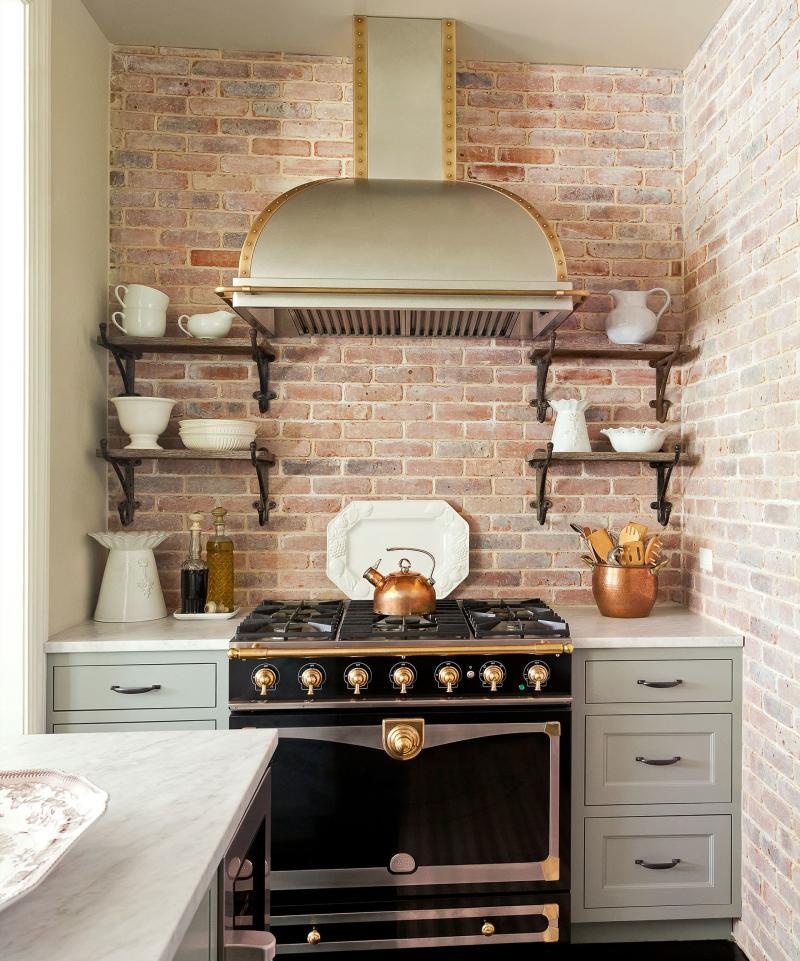 Плита в интерьере кухни 2