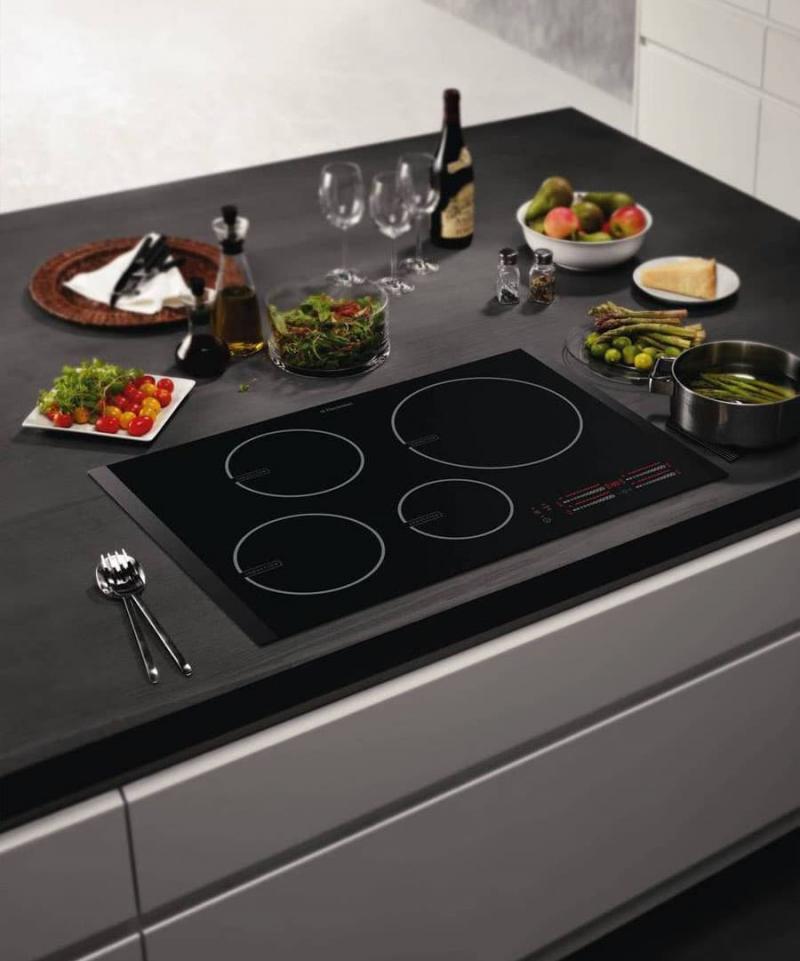 Плита в интерьере кухни 4