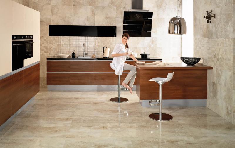 Пол на кухне из камня