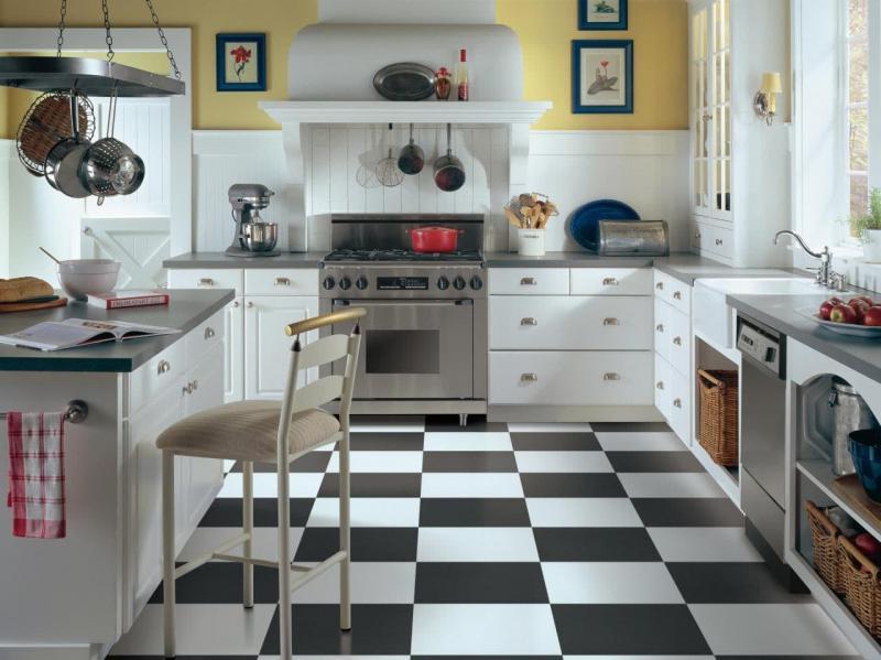 Пол на кухне из плитки 1