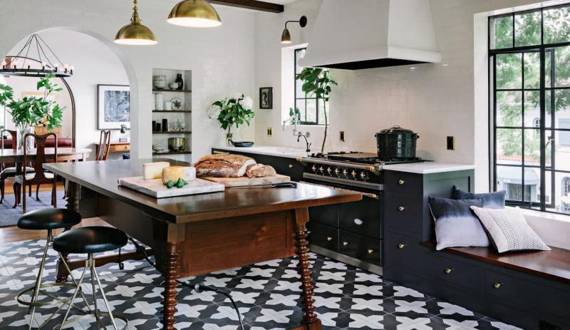 Пол на кухне из плитки 2