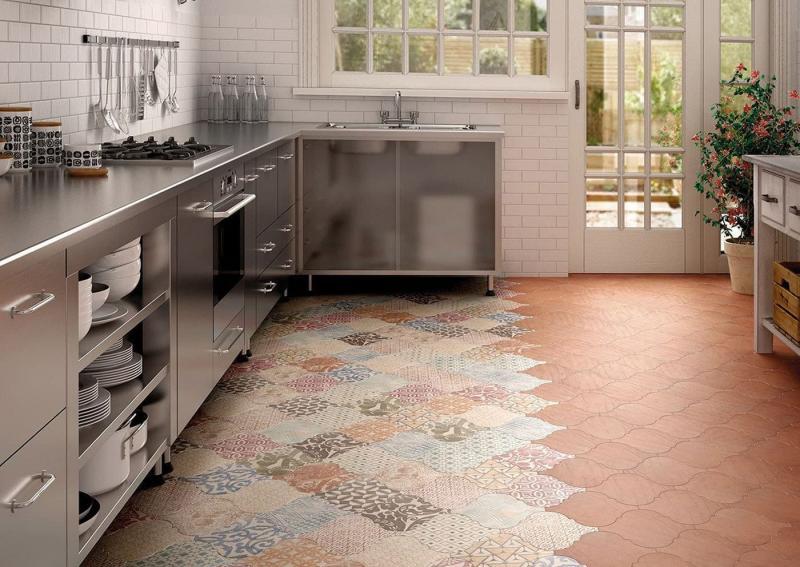 Пол на кухне из плитки 3