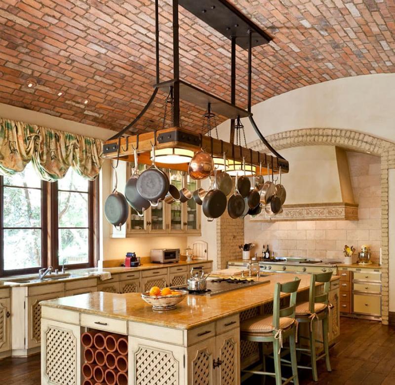 Потолок на кухне из камня