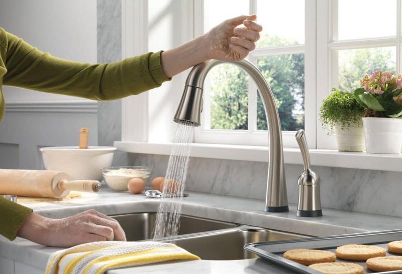Раковина для мытья посуды (возле окна)