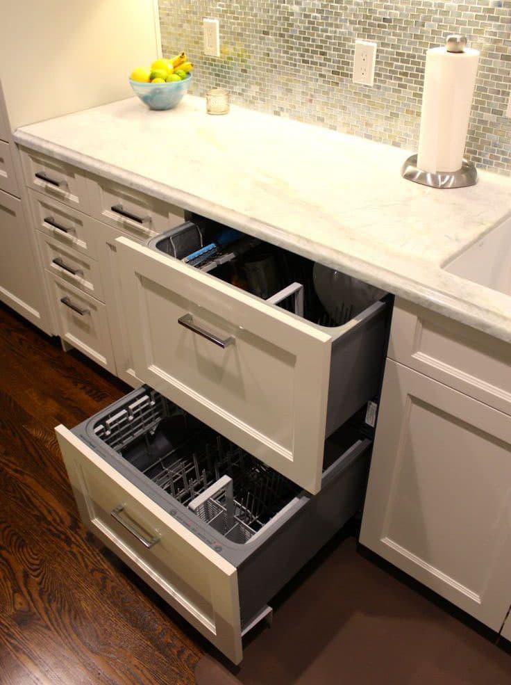 Встроенная посудомоечная машинка в интеьере кухни