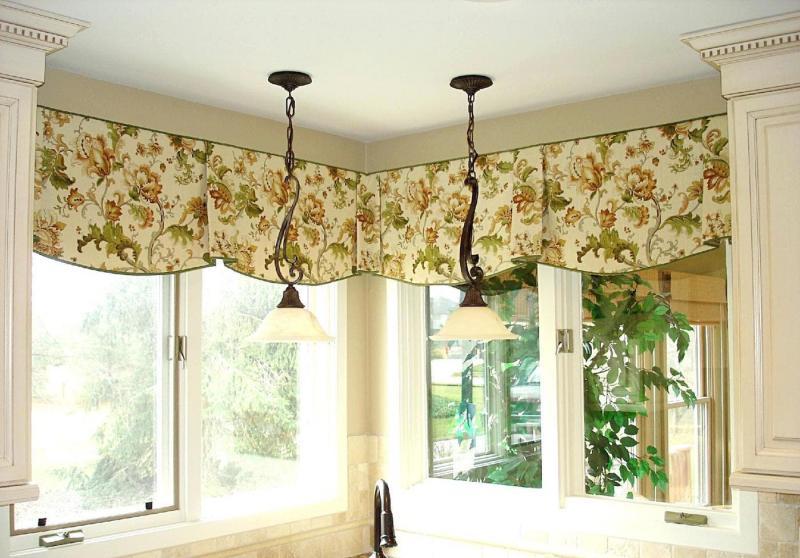 Короткие шторы на кухне 2