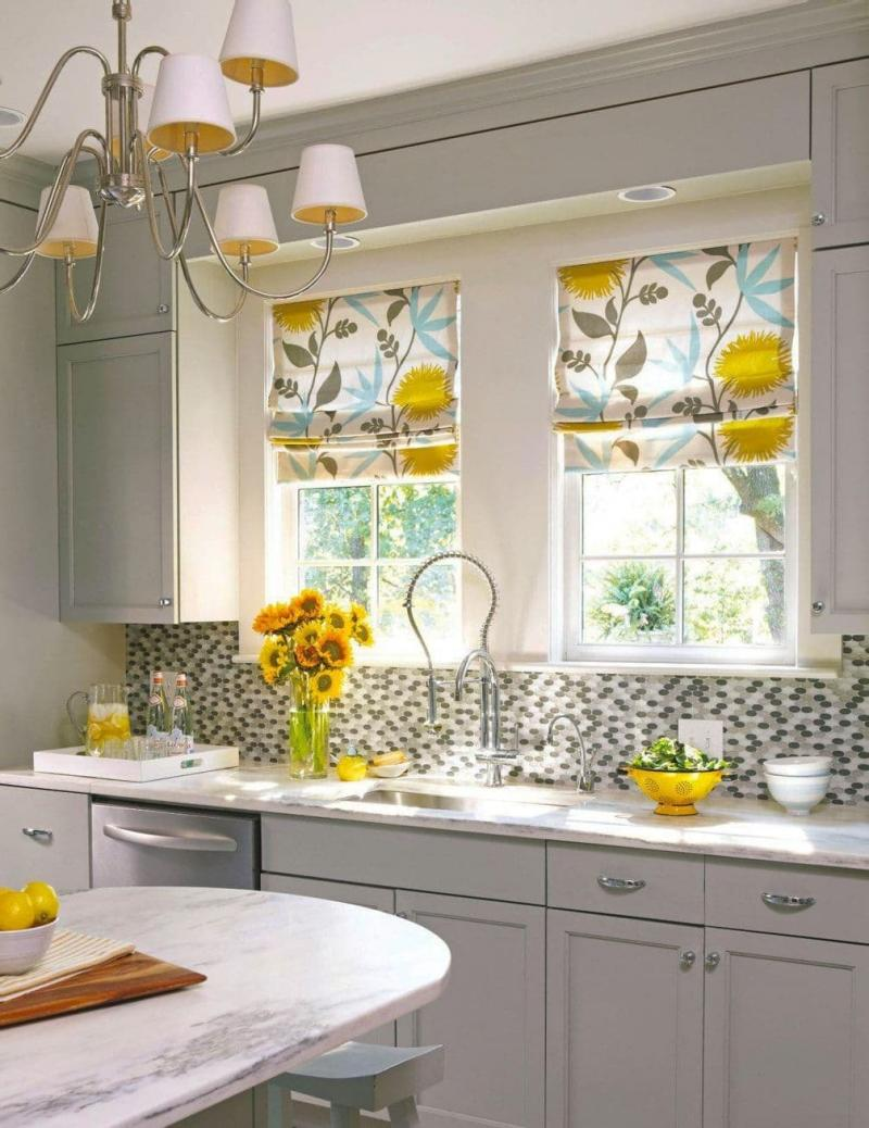Шторы для кухни с двумя окнами 1