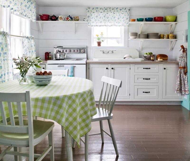 Шторы для кухни с двумя окнами 3